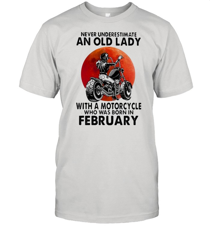 Never Underestimate An Old Lady With A Motorcycle Who Was Born In February Blood Moon  Classic Men's T-shirt