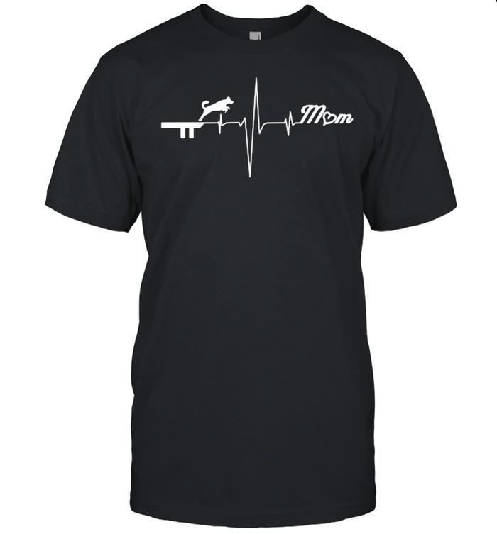 Dock Diving Dog Mom Heartbeat T- Classic Men's T-shirt